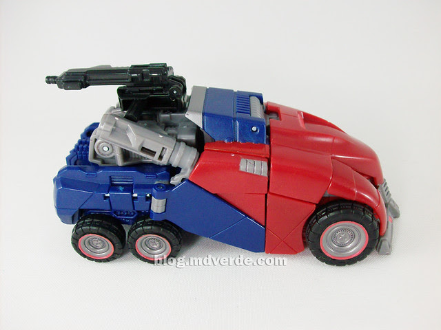 Transformers Cybertronian Optimus Prime Generations Deluxe - modo alterno
