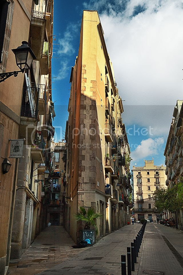 Building at Carrer del Triangle and Carrer del Rec, El Born, Barcelona [enlarge]