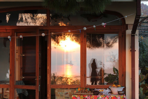 tramonto riflesso sulla veranda