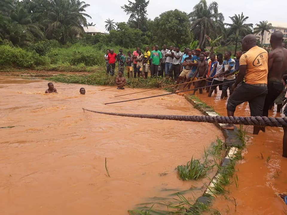 See The Moment Passengers Were Rescued After Being Carried Away By Flood In Anambra