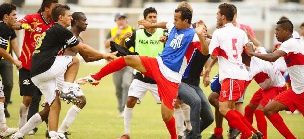 Pancadaria na Quarta Divisão Paulista (Foto: Marcos Ribolli/Globoesporte.com)