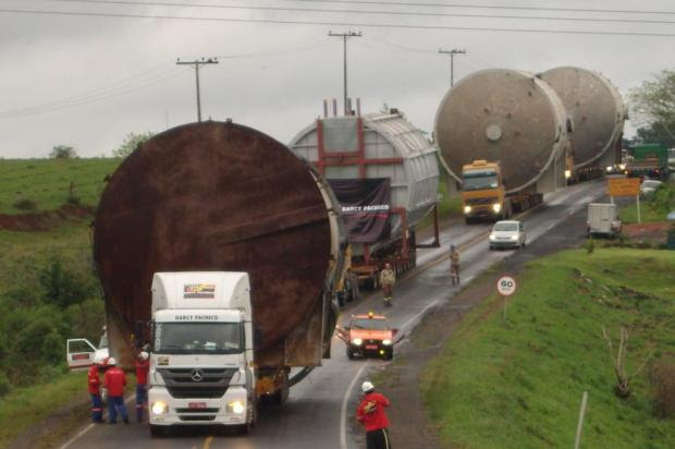 Transporte de peças gigantes até Canoas deve complicar trânsito na BR-386 e na BR-116 no sábado Clarice Molina do Nascimento/Divulgação