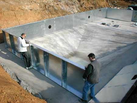 Le piscine sono realizzati in acciaio zincato