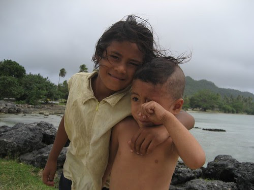 kids on the wharf, Niuatoputapu