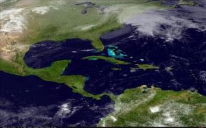 """Imagen por satélite cedida por la Administración Nacional Oceánica y Atmosférica que muestra una tormenta de nieve """"potencialmente histórica"""" acercándose al noreste de Estados Unidos, que podría dejar más de 60 centímetros de nieve en la región de Nueva Inglaterra entre hoy y el sábado. EFE"""