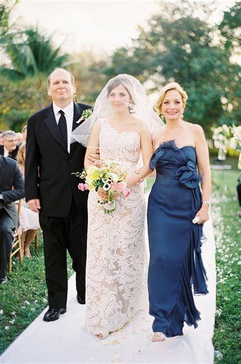 A escolha do vestido para a mãe da noiva