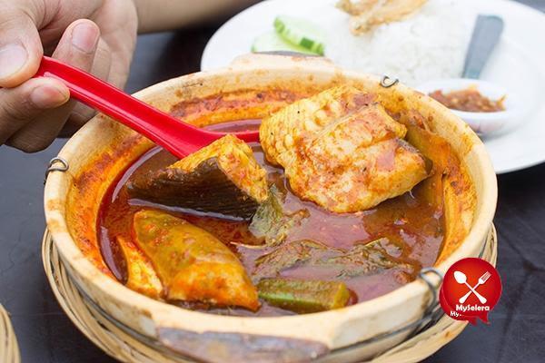 Asam pedas ikan pari dalam claypot di Restoran bisik bisik shah alam