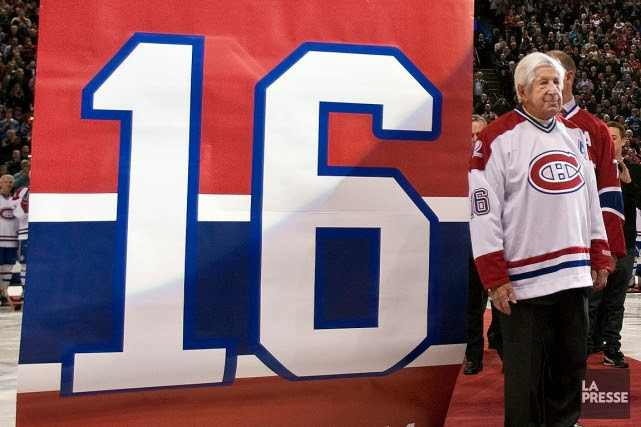Le Canadien a retiré le numéro 16 d'Elmer Lach... (PHOTO PAUL CHIASSON, ARCHIVES ASSOCIATED PRESS)