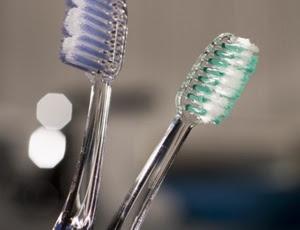 Foi considerado limpeza dental frequente quando o procedimento ocorria pelo menos duas vezes a cada dois anos