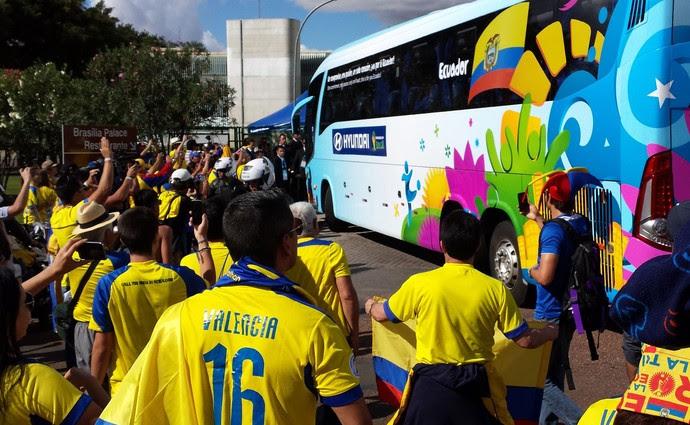 torcida equador brasília (Foto: Diego Rodrigues)
