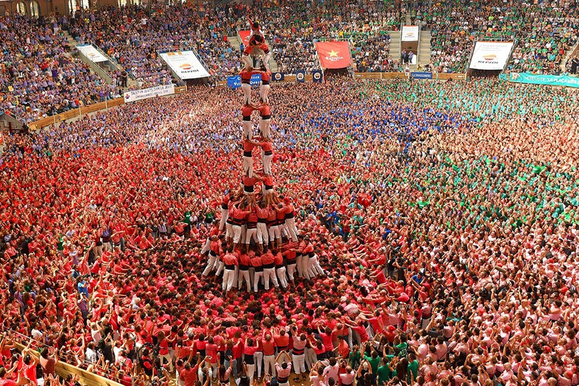 castells-human-towers-catalonia-spain-designboom-7