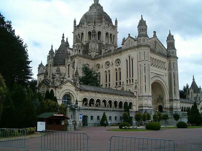 File:Basiliek van Lisieux.jpg