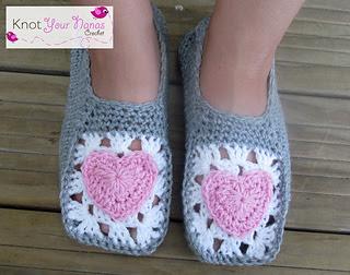 Cozy_crochet_slippers_small2