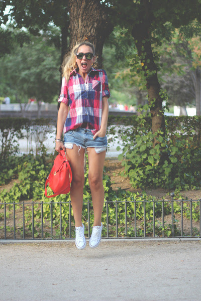 Queens-wardrobe-shirt-zara-bag-suitblanco-shorts-ebay-sunglasses_400