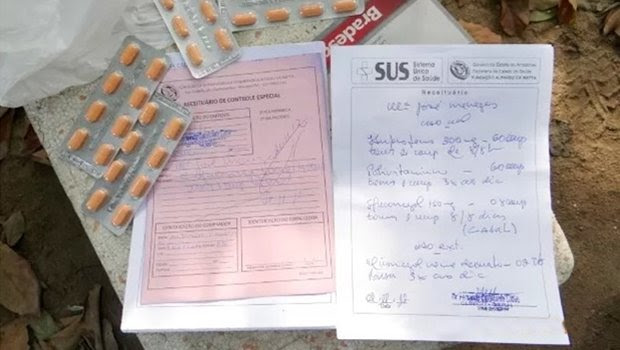 Resultado de imagem para Aprovada lei que proíbe médicos e dentistas de prescrever receitas com letra ilegível