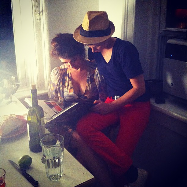 @tansyburlesque and lady friend having a look at my book #IamDandy #ladieslovewelldressedmen #lifeisbutadream