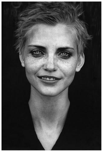 nadja-auermann-by-peter-lindberg-19951