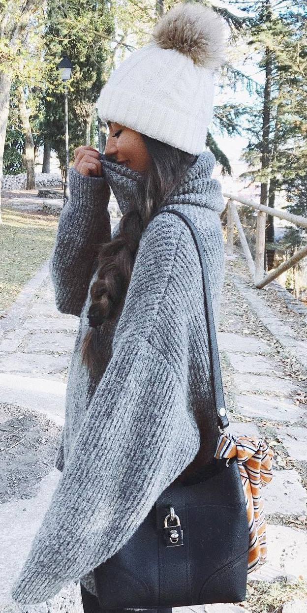 what to wear with a knit oversized sweater : hat + bag + skinnies