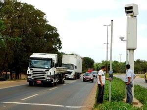 redutores de velocidade instalados no km 10.1 e 14.8 da BR-135 passam a funcionar efetivamente sexta-feira (Foto: Dnit/Divulgação)