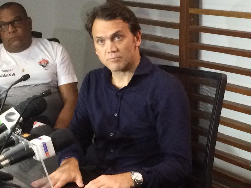 Petkovic concede entrevista coletiva após derrota para o Coritiba (Foto: Ruan Melo)
