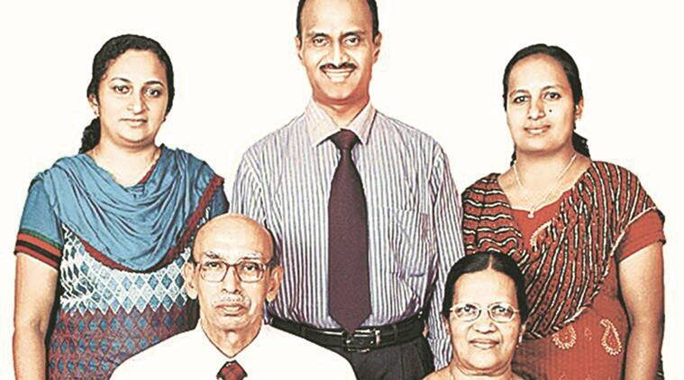 V J Emmanuel with wife Lillikutty; (back row, from left) Binu, Bijoe, Bindu. Courtesy jw.org