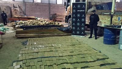 Secuestran cinco toneladas de marihuana en un galpón de Virrey del Pino.