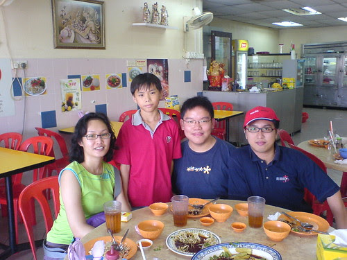 Having chicken rice after rehearsal for the short film, CHICKEN RICE MYSTERY