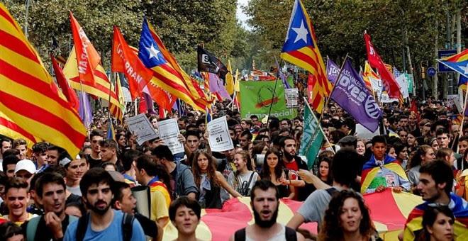 Miles de estudiantes se manifiestan en Barcelona. EFE/Juan Carlos Cárdenas