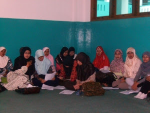 Peserta PTK Putra di Al Bayan sedang Menyimak Materi PTK