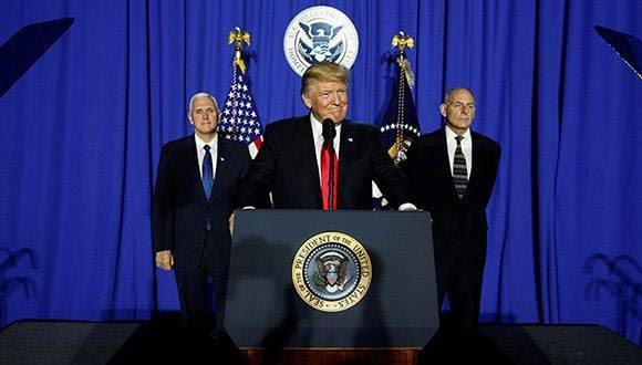 En sus primeros días en la presidencia Donald Trump ha cumplido varias de sus polémicas promesas electorales. Foto: Jonathan Ernst/ Reuters.