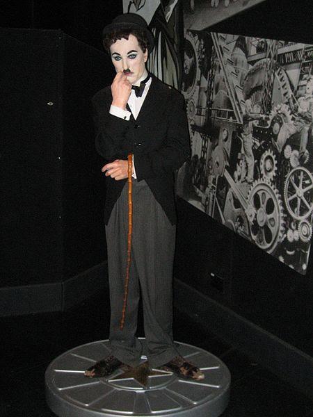 Ficheiro:Charlie Chaplin in Madame Tussauds London.jpg