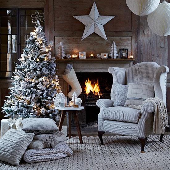 Welcoming living room   Country Christmas living rooms   Living room   PHOTO GALLERY   Country Homes & Interiors   Housetohome.co.uk
