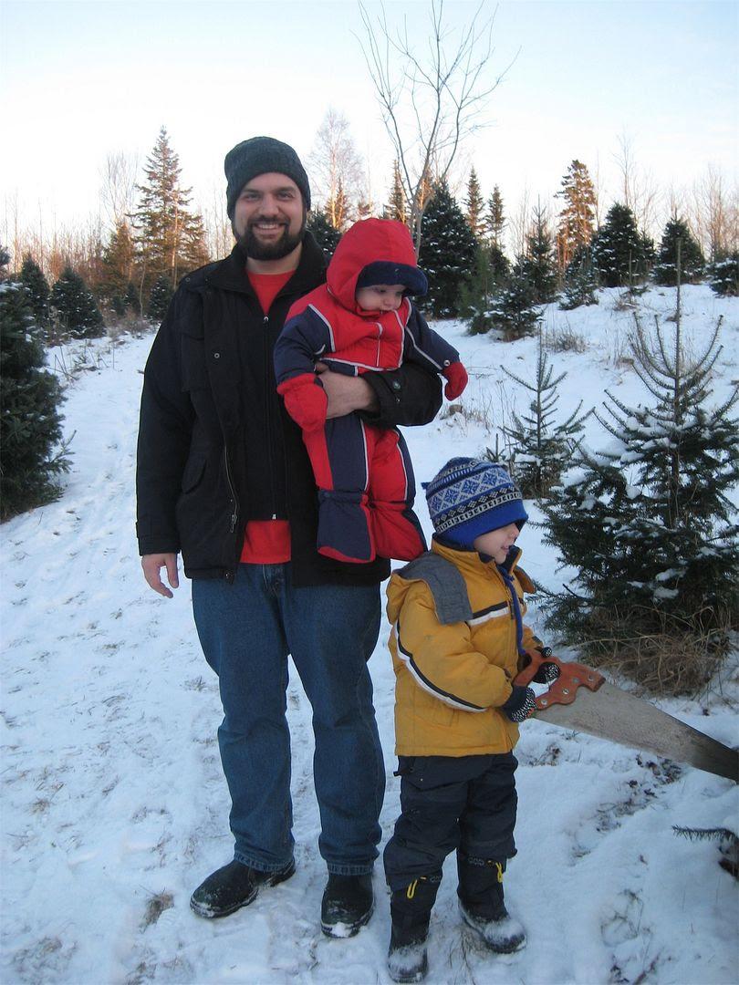 photo anthonyboyschristmastreehunt2010.jpg