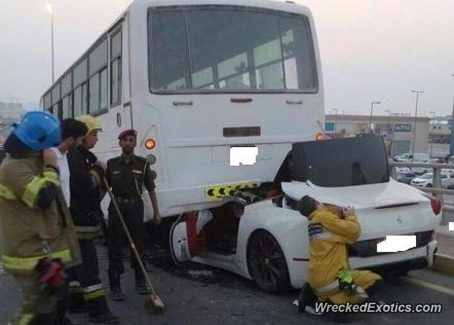 Ferrari California vs Bus in Ajman--Bus WINS!