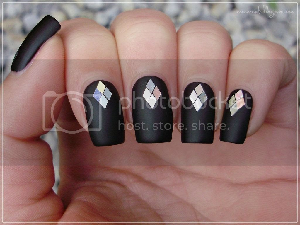 photo black_matte_nails_with_glequins_4_zpszvgbncxw.jpg