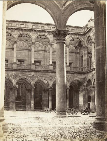 Patio del Alcázar de Toledo en 1868. Fotografía de Jean Laurent. Copia conservada en el Museo D´Orsay