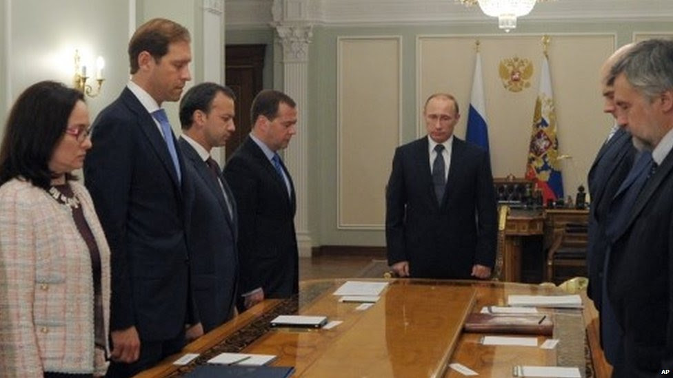 Russian President Vladimir Putin, (centre), and members of his government observe a moment of silence mourning the victims (17 July 2014)