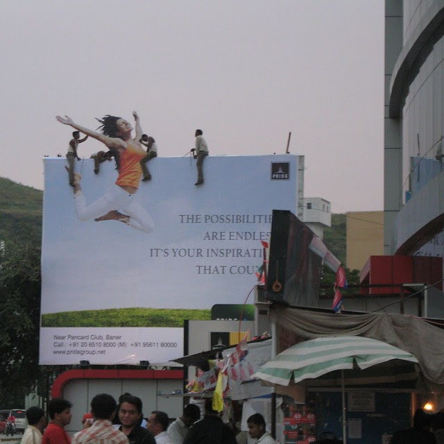 Erection of Pride Platinum Hoarding on Baner Road on the eve of launch, 7th October 2009