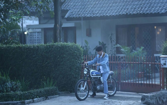 Sang presiden gres saja usai touring singkat dengan tunggangan miliknya hasil modifikasi E Kala Jaket Denim yang Dipakai Jokowi Adalah Corak Produk Dalam Negeri