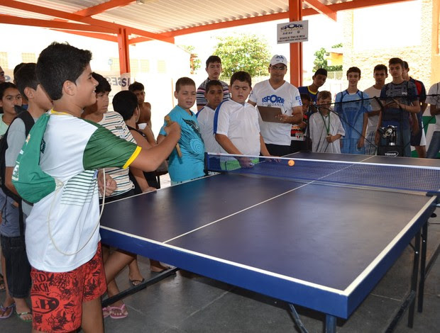 Tênis de mesa contra o computador é atração no Esporte Cidadania (Foto: Jocaff Souza)