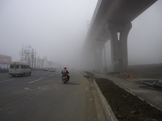 Early morning fog, Old Chengguan Lu, Hongguang