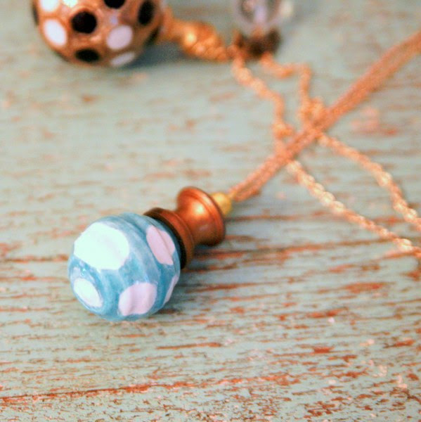 IMG 7617 599x600 DIY Easy Cabinet Knob Necklace