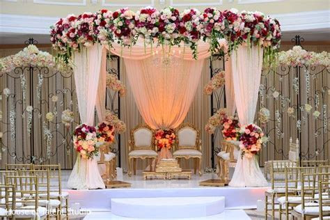 Gorgeous floral mandap   Stage   Decoracion bodas, Bodas