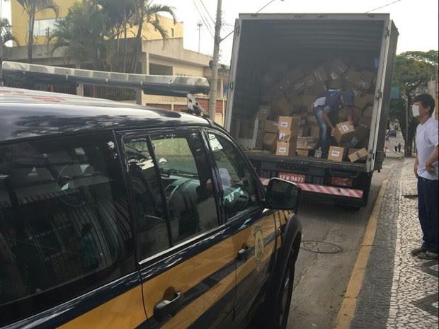 Carga de remédio é apreendida pela Polícia Rodoviária Federal (Foto: Divulgação/PRF)