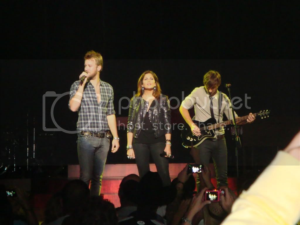 Lady Antebellum at Sunday in the Country