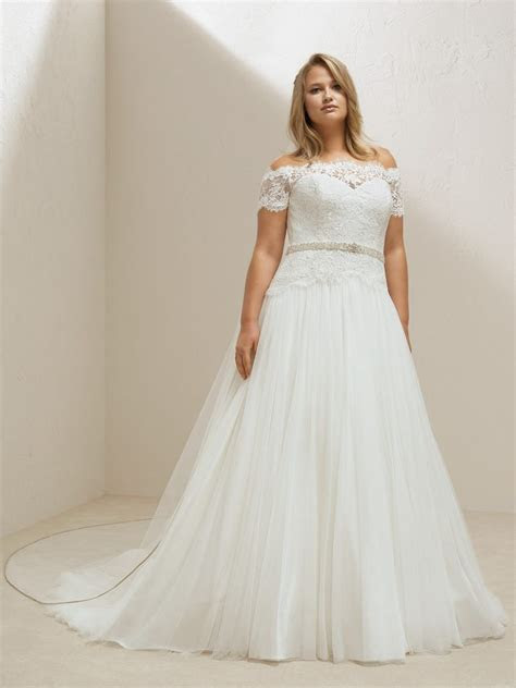 Mosa Plus Pronovias Wedding Dress Bridal Gown Fit and