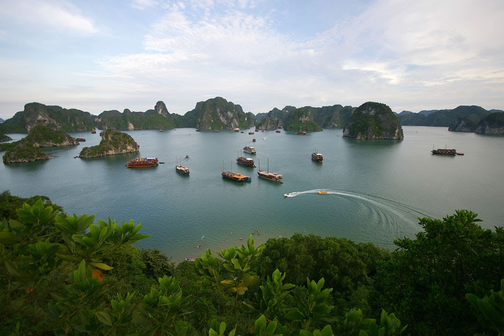 Langs Halong Bay