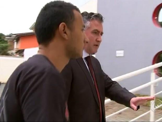 Suspeito foi preso em casa na Vila Haro, em Sorocaba (SP) (Foto: Reprodução TV TEM)