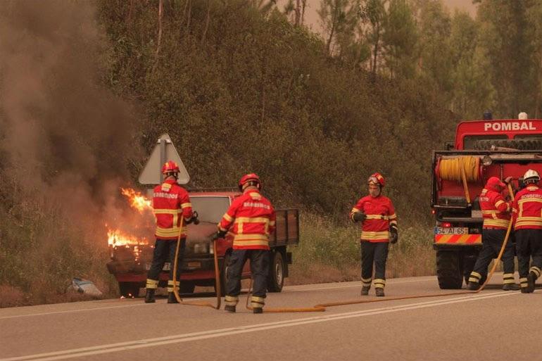 16 άνθρωποι παγιδεύτηκαν στα αυτοκίνητά τους και βρήκανε τραγικό θάνατο, ανέφεραν οι αρχές