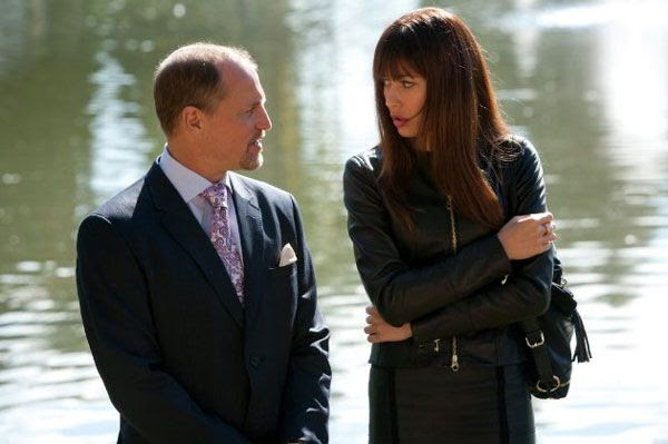 Woody Harrelson and Olga Kurylenko in SEVEN PSYCHOPATHS.